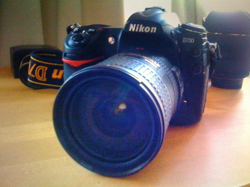 Nikon D700 12MP DSLR Camera…...............€ 1200
